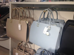 Super pretty bags at H&M, I hade it in army green but these spring/summer colors are nice too.